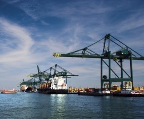 Competitive advantages in integrated port clusters: the Antwerp seaport