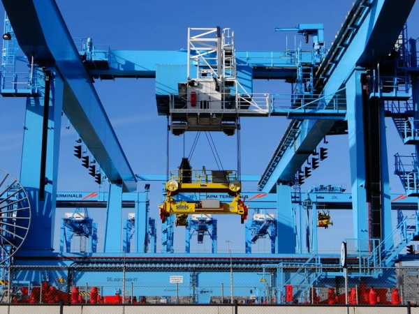 Concession agreements and market entry in the container terminal industry