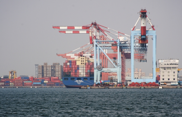 Institutions, transport infrastructure governance, and planning: Lessons from the corporatization of port authorities in East Asia