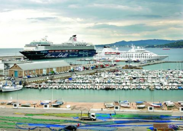 Cruise ports: learning from statistics