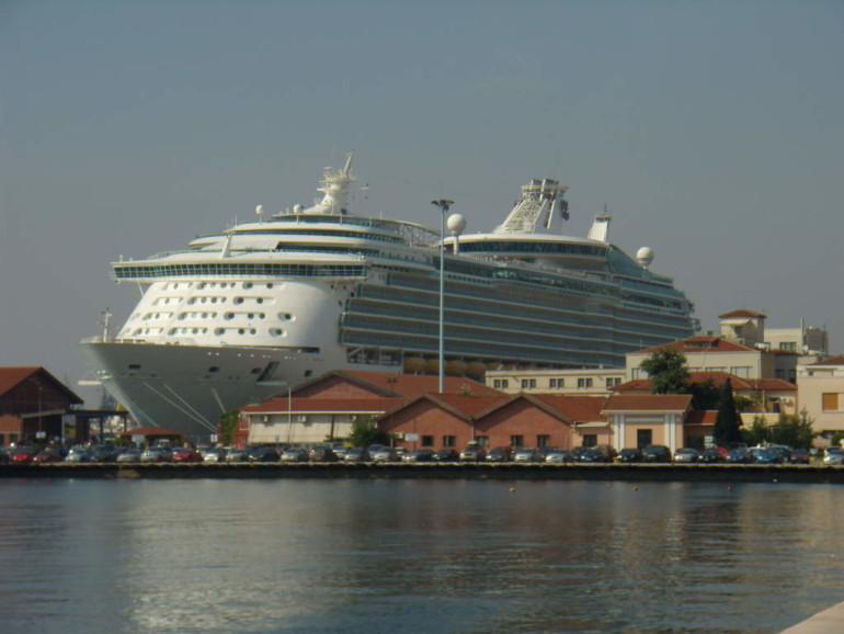 Cruise tourism: economic benefits, sustainability and port-city relations