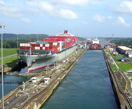 Transshipment hubs in the new panamax era: the role of the Caribbean