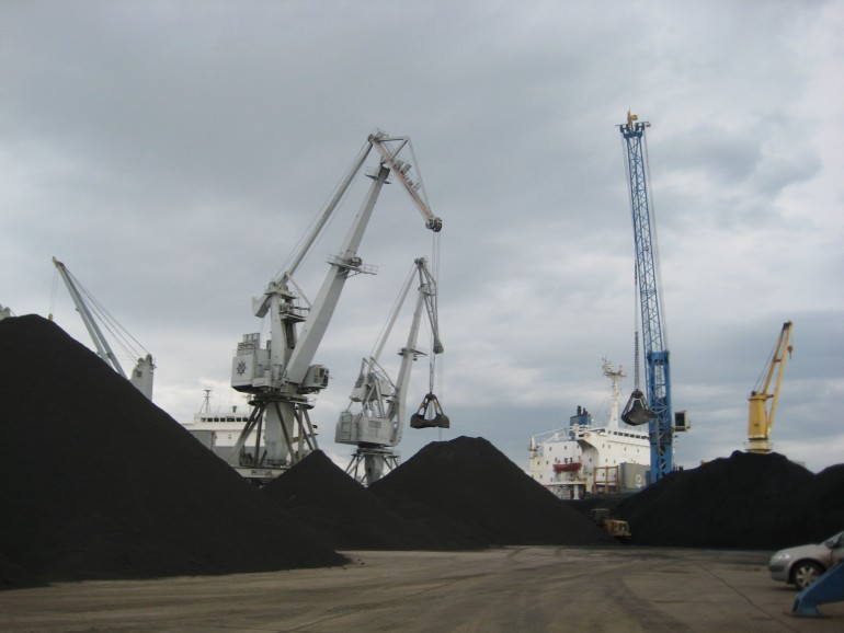 Coal handling at the port of Thessaloniki