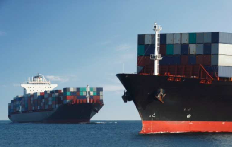 Port Competition: The impact of liner shipping service scheduling