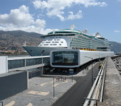 A multi-port cruise region: dynamics and hierarchies in the Med