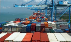 Maritime connectivity: the evolving role of ports in global shipping networks