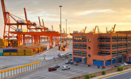 The emergence of Piraeus port in the global shipping networks