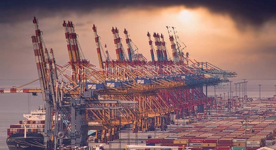 The climate change strategies of seaports: mitigation vs. adaptation